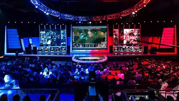How Can You Get Into Professional Esports?